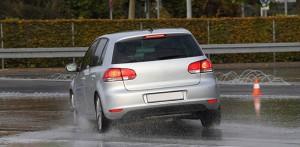 El aquaplaning es un fenómeno que se da con cierta frecuencia en nuestras carreteras.