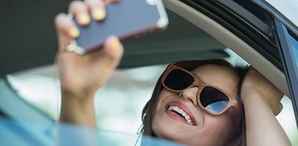 Cuidado con los selfies al volante